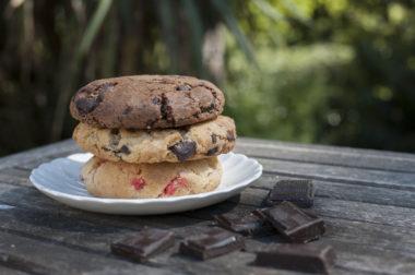 Assiette de cookies au chocolat